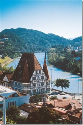 Blumenau com a vista do rio