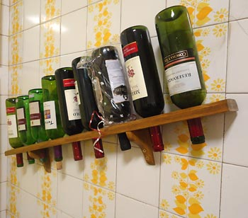 Reciclagem de pallet para o suporte de vinhos